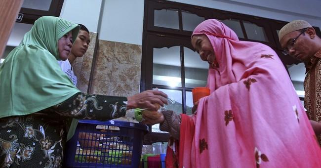 AP PHOTOS: Indonesian Muslims in Bali observe Ramadan