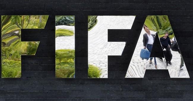 Blatter, Platini meet at Sunday session of FIFA leaders