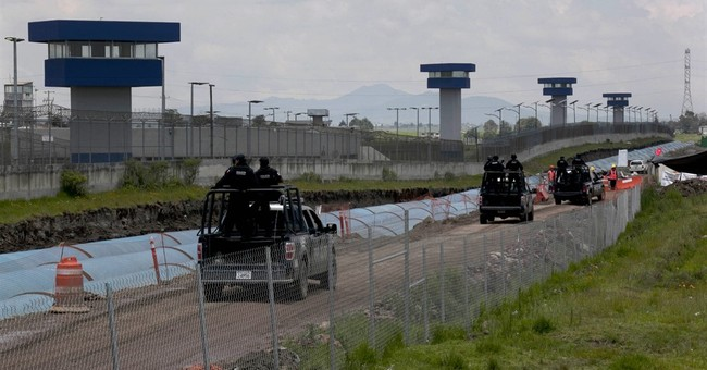 Mexico official: 7 people arrested in jailbreak of drug lord