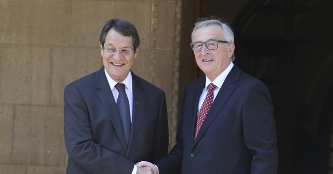 Juncker urges Cypriot leaders to seize chance for peace