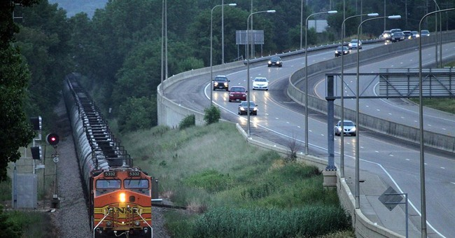 Low oil prices unlikely to hurt railroads much