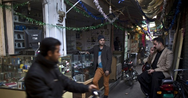 AP PHOTOS: Pakistan's cross-dressing men dance despite fear