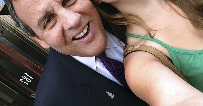'Say 2016!' Sisters snag selfies with presidential hopefuls
