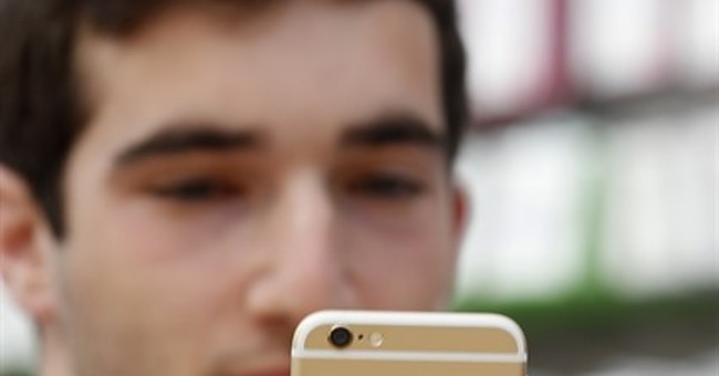 Apple has cash cow in iPhone even as phone industry slows