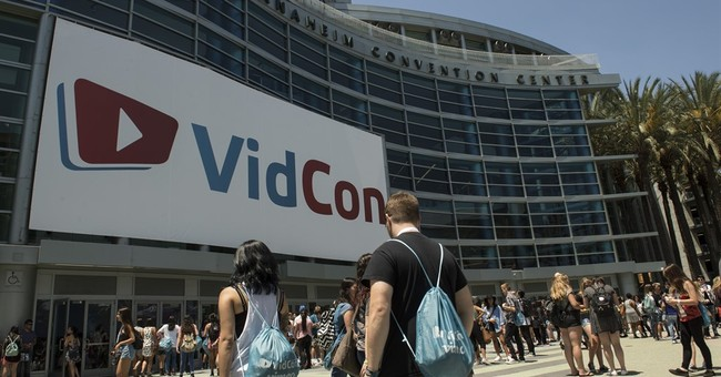 YouTube stars find acceptance online, in person at VidCon