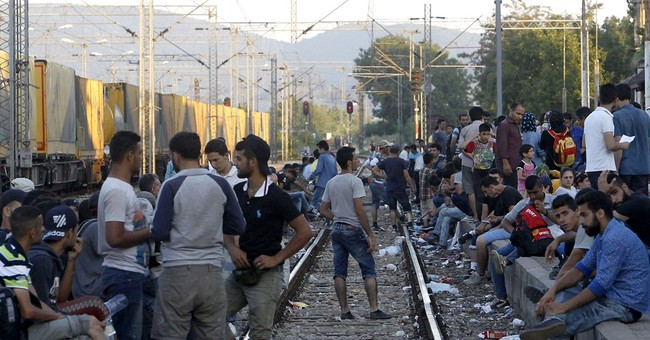 AP PHOTOS: Macedonia faces migrant pressure from two sides