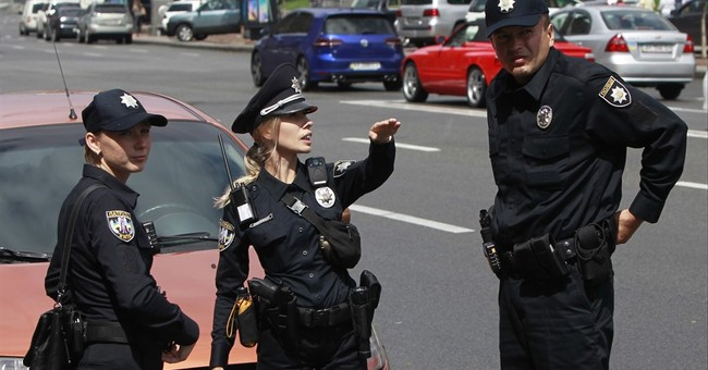 Ukraine's new police on charm offensive in Kiev