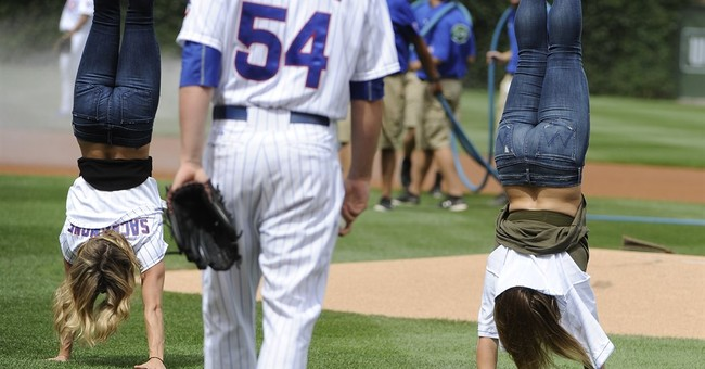 Olympic champion Shawn Johnson gets engaged at Wrigley Field