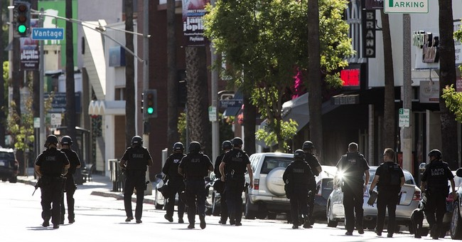 Los Angeles police kill gunman on busy shopping street