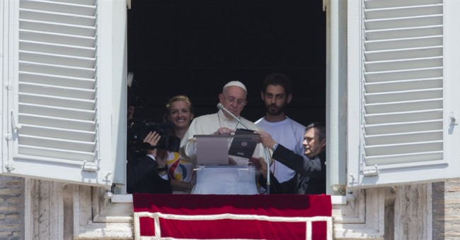 Pope signs himself up for World Youth Day using tablet