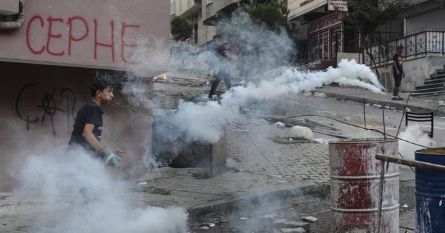 Turkish troops target Kurdish fighters in northern Syria