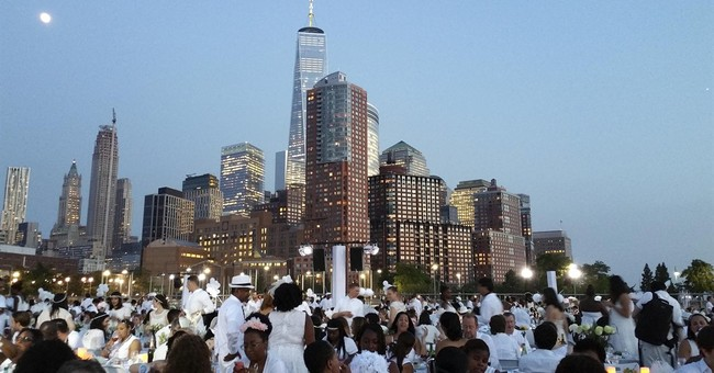 Diner en Blanc: New York leads world's biggest popup picnic