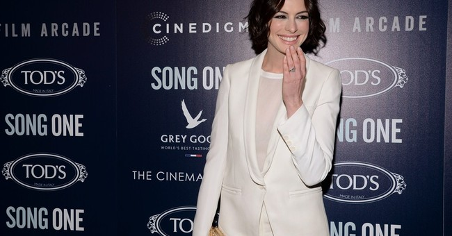 Anne Hathaway heading to the stage this spring