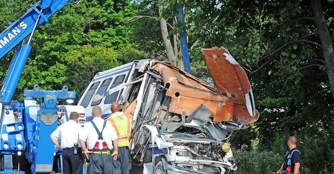 State Police: Bus in fatal crash hadn't registered for trip