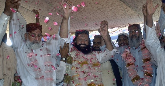 Pakistan buries Islamic militant leader killed in attack