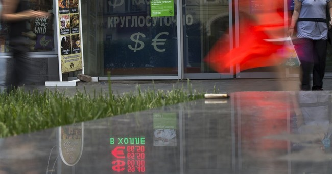 Russia's ruble extends its slide, reviving economic concerns