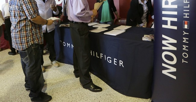Applications for US jobless aid rise to still-low 267,000
