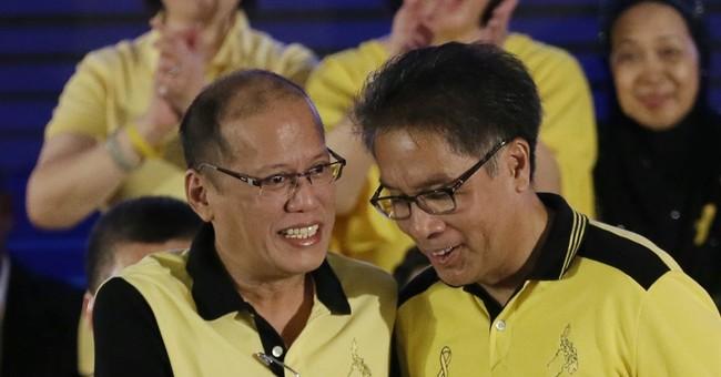 Aquino chooses Roxas as Philippine presidential candidate