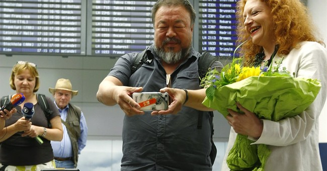 UK grants Ai Weiwei 6-month visa, apologizes for mixup