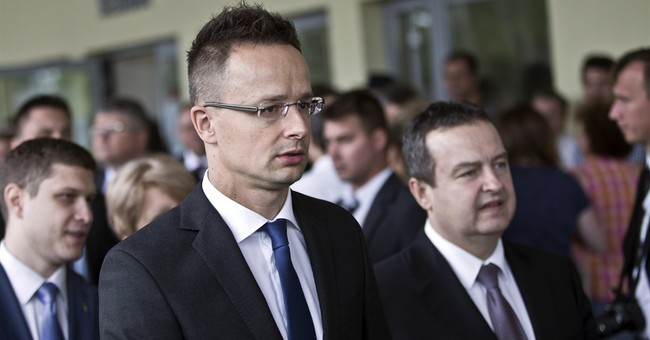 Hungarian minister: over 100,000 migrants so far in 2015