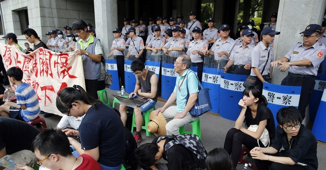 Student protesters sit-in at Taiwan Education Ministry