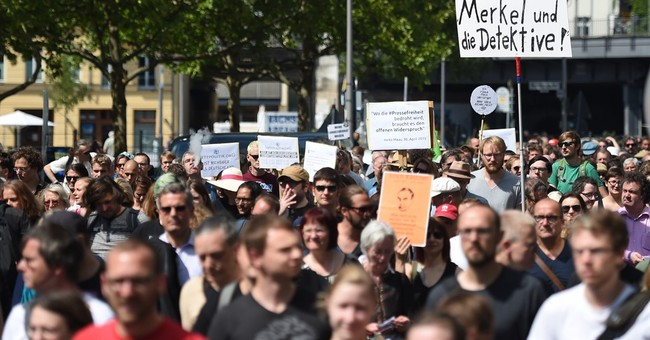1,300 march in Berlin in support of 2 journalists