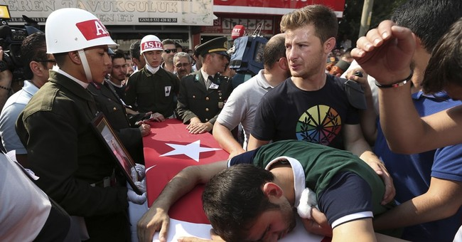 2 soldiers dead, 31 wounded in suicide attack in Turkey