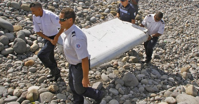 Experts say pieces of missing Flight 370 may still be afloat