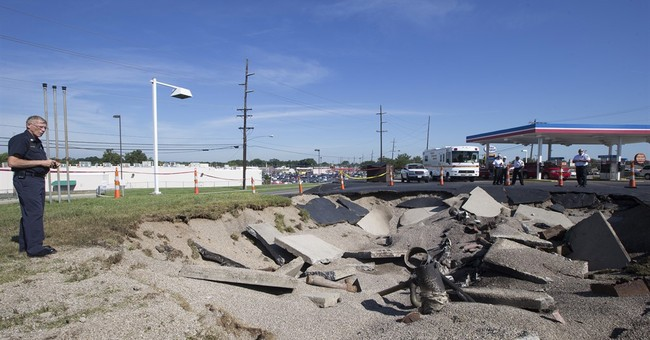 Lightning blamed for fuel tank explosion at Ohio gas station