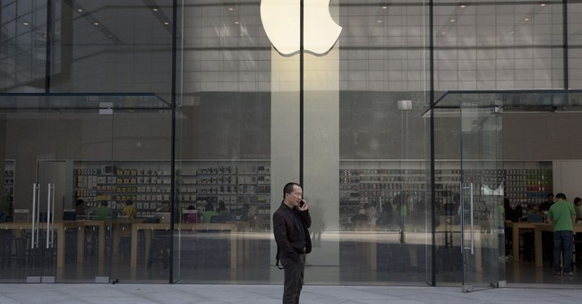 Apple slump deepens on iPhone, China concerns