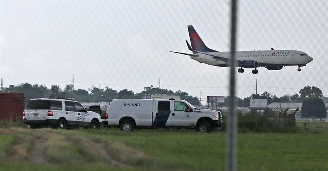 Man accused of DWI crashes through New Orleans airport fence