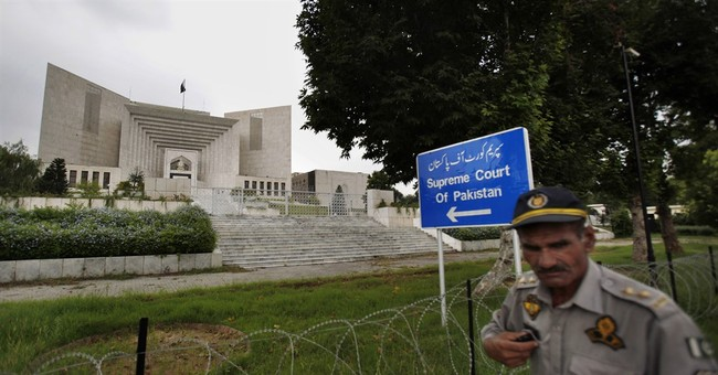 Top Pakistan court allows military trials in terrorism cases