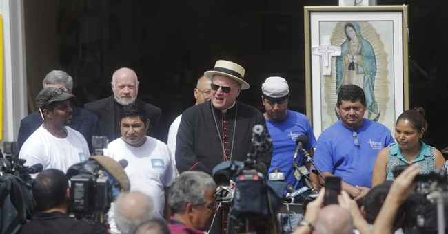 NY workers building altar, lectern for Pope Francis' visit