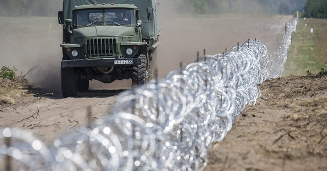Hungary wants 'exemplary' penalty for migrants cutting fence