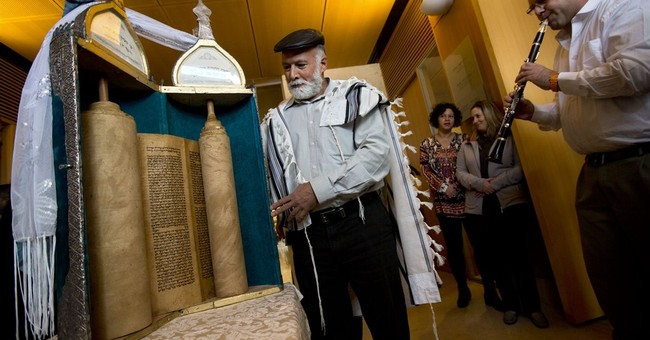 Iraqi Torah scroll makes mysterious journey to Jerusalem