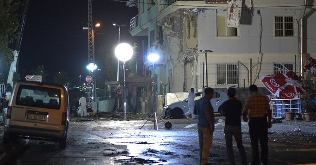 Report: 7 hurt in bomb attack at Istanbul police station