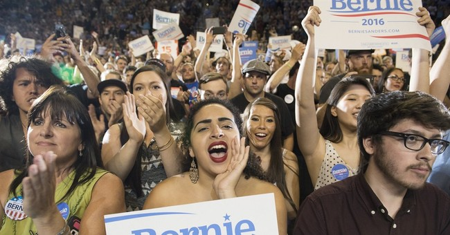 Bernie Sanders draws large crowd to Portland, Oregon, arena