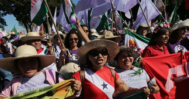 Rural woman march in Brazil in defense of their rights