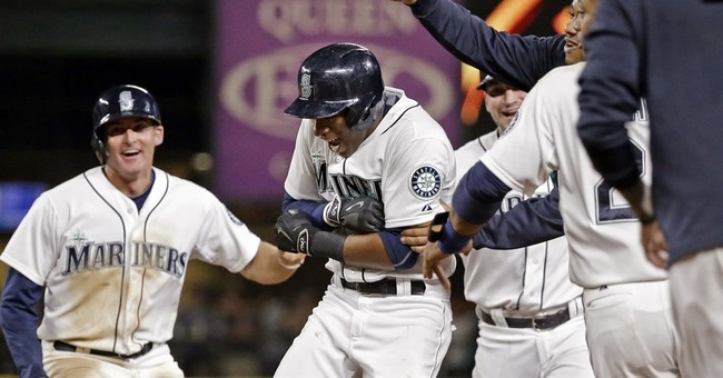 Home teams win all 15 games for 1st time in MLB history