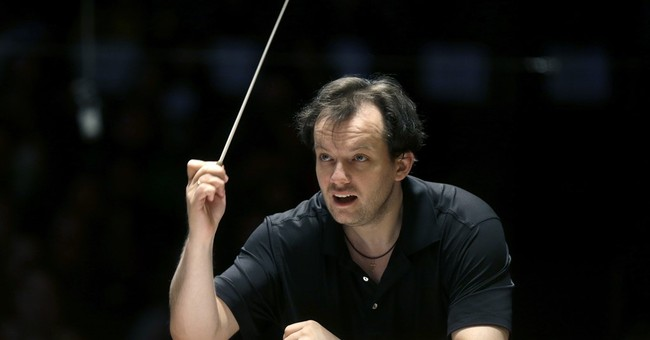 Q&A: Boston Symphony's Andris Nelsons on Europe and crazy 8s