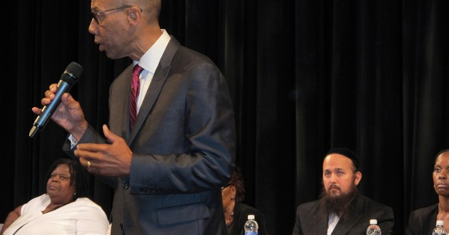 Ex-NYC schools chancellor named monitor of suburban district