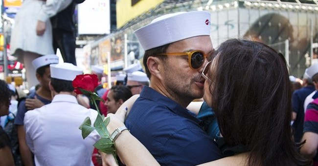 Couples gather in Times Square to re-enact kiss at war's end