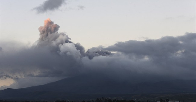 About 325,000 live in shadow of Ecuador's Cotopaxi volcano