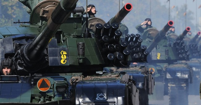 Hundreds of troops, tanks, aircraft in Polish army parade