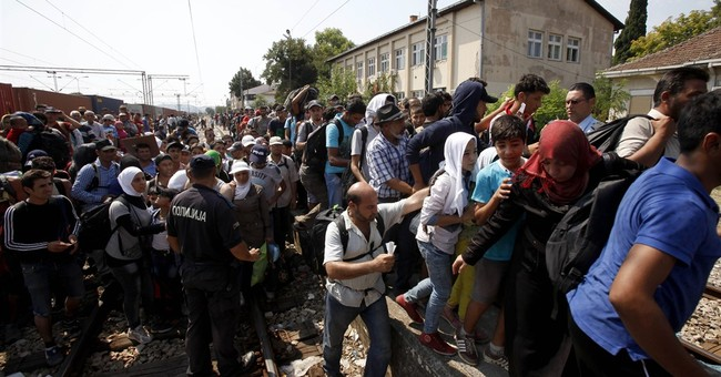 Migrants transiting through Macedonia jam trains