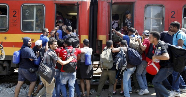 Migrants transiting through Macedonia jam trains