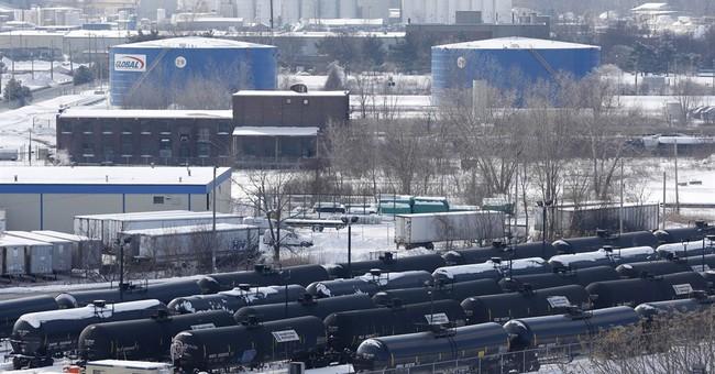 Slump in oil-by-rail shipments boosts car storage business