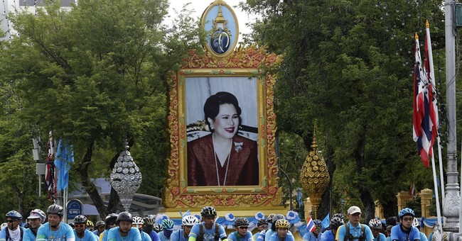 Thousands in Bangkok bike in 26-mile tribute to queen
