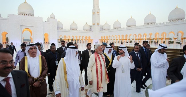 Indian PM kicks off UAE visit with mosque tour