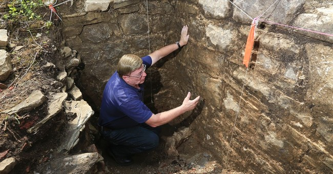 Dig at Colonial battleground uncovers fort's stone walls
